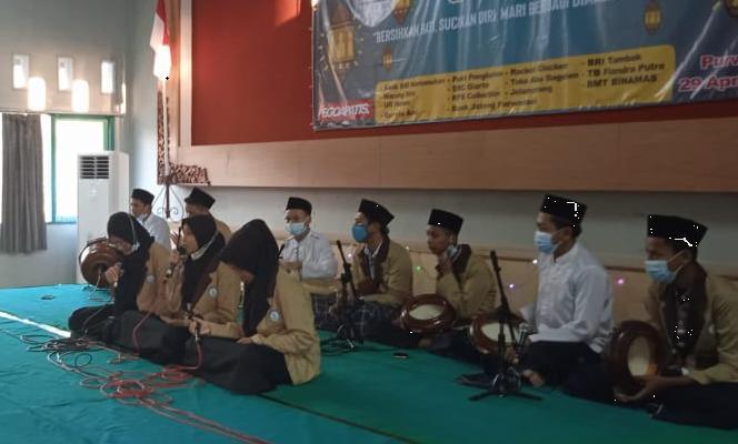 Hadroh SMK N 7 Purworejo mengisi acara Ramadhan Berbagi bersama Panti Asuhan Kaligesing Purworejo